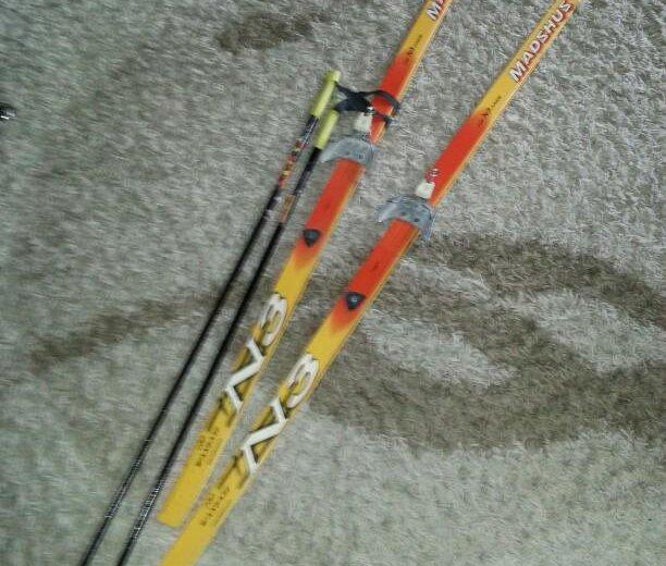 Лыжи с палками. Фото 1. Сыктывкар.