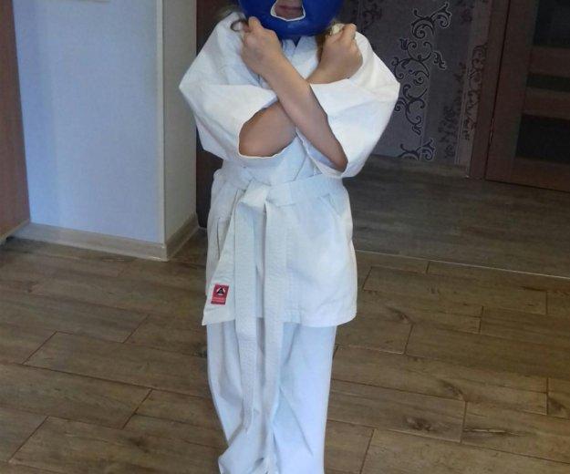 Комплект детской формы для занятий карате. Фото 1.