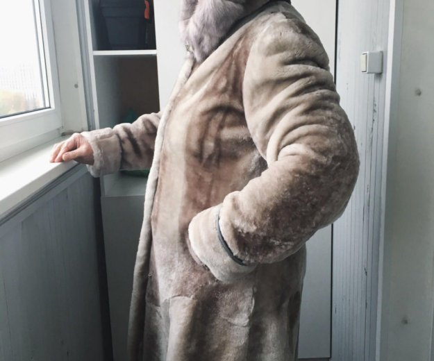 Натуральная шуба. мутон. отделка капюшона норка.. Фото 2. Москва.