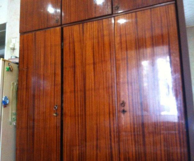 3 створчатый шкаф. Фото 1.