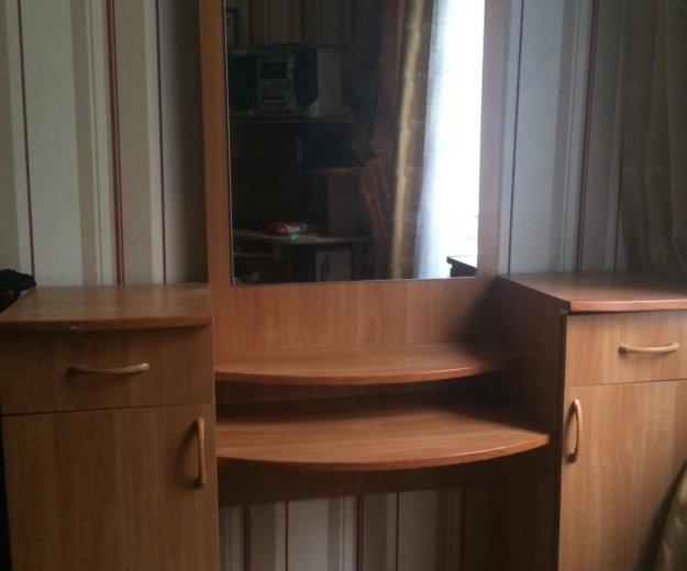 Трюмо с зеркалом. Фото 2. Люберцы.