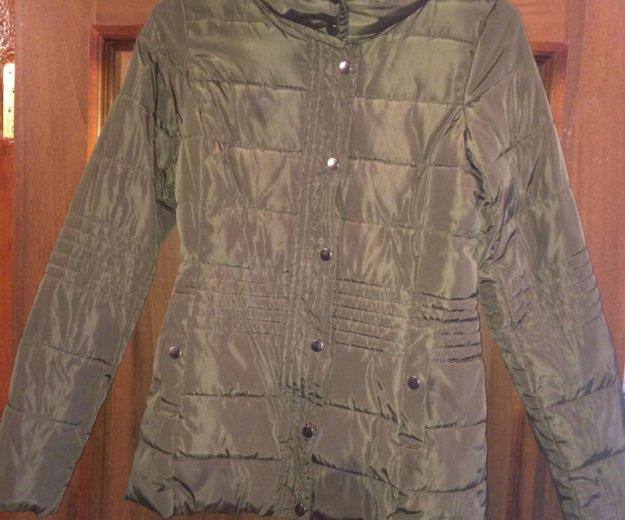 Осенняя женская куртка. Фото 1.