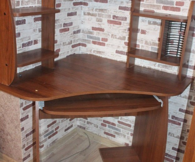 Компьютерный стол. Фото 2.