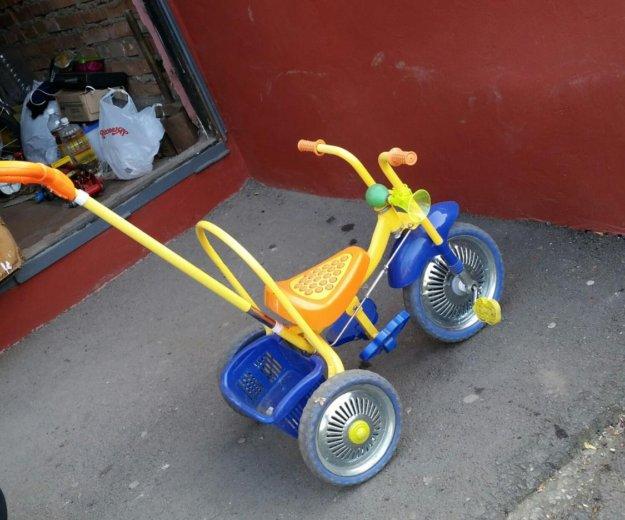 Трехколесный детский велосипед. Фото 1.