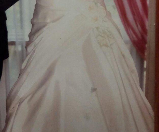 Свадебное платье с фатой. Фото 1. Троицк.