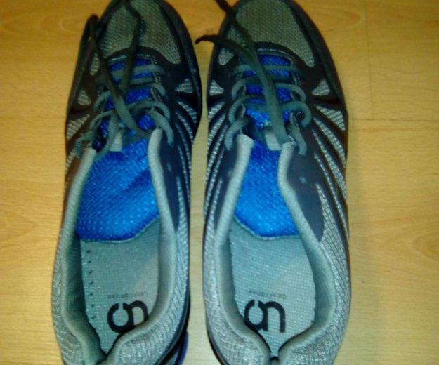 Спортивные кроссовки  42-й размер. Фото 1.