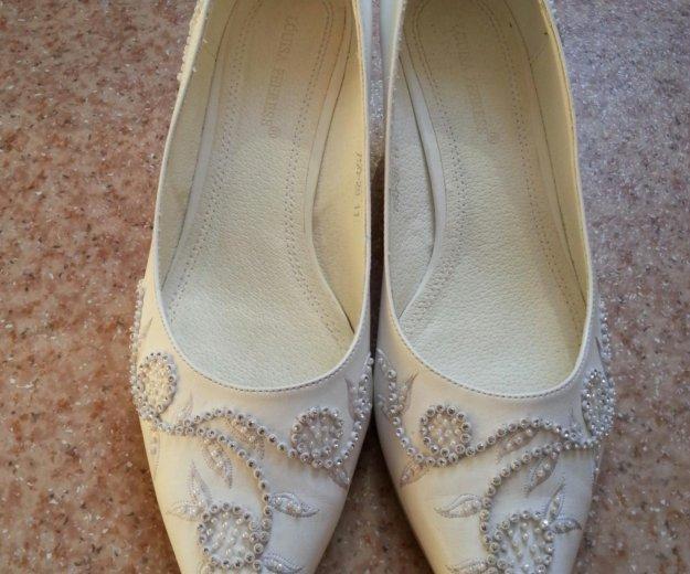 Туфли белые 41 размера. Фото 1. Кемерово.