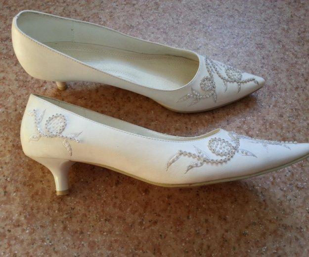 Туфли белые 41 размера. Фото 2. Кемерово.