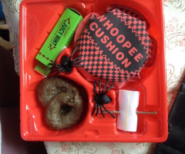 Коробка с приколами и книга о розыгрышах.. Фото 1. Балашиха.