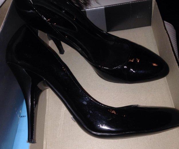 Туфли из натуральной кожи- лак покупала за 8 тысяч. Фото 1. Москва.