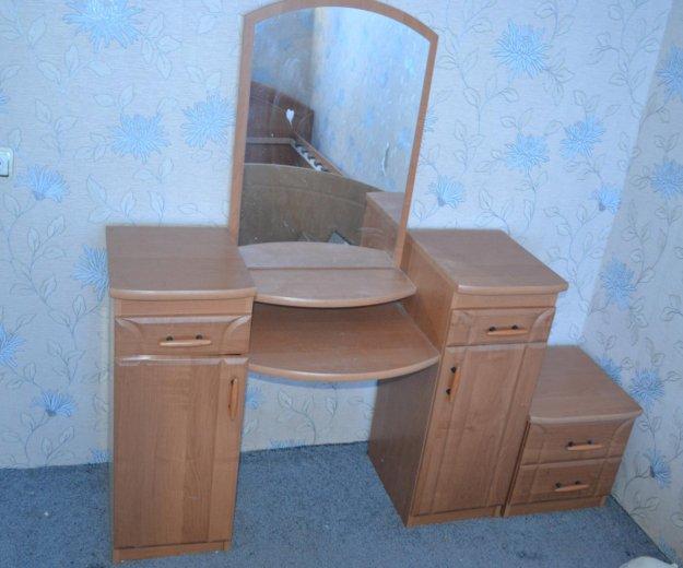 Спальный гарнитур, кровать, шкаф, трельяж. Фото 1. Ростов-на-Дону.