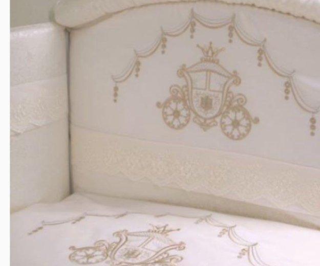 Комплект в кроватку с балдахином и бортами. Фото 1.