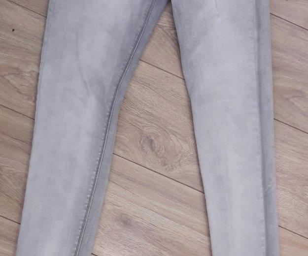 Серые джинсы.размер s. Фото 1. Челябинск.