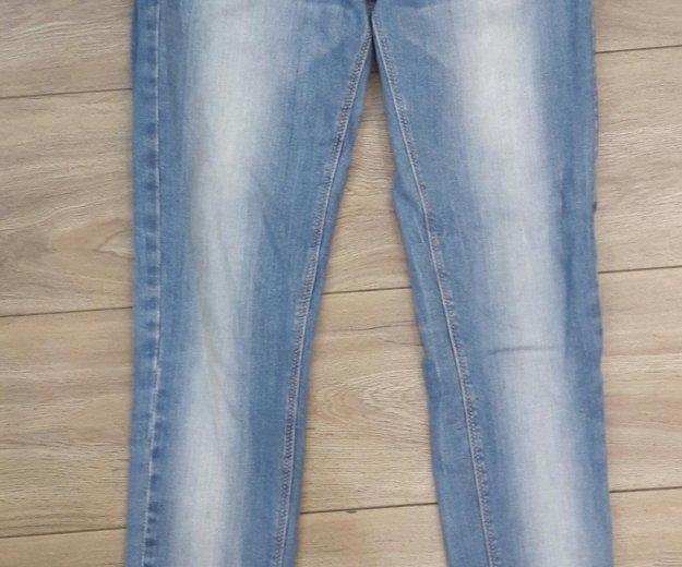 Голубые джинсы.размер s. Фото 1. Челябинск.