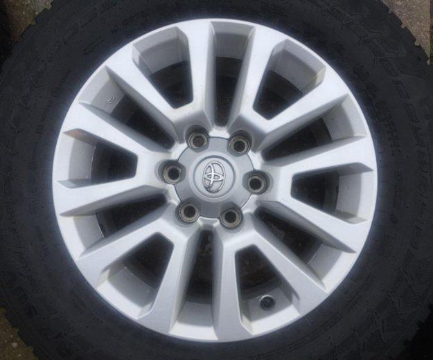 Комплект зимних шин на оригинальных дисках toyota. Фото 2. Подольск.