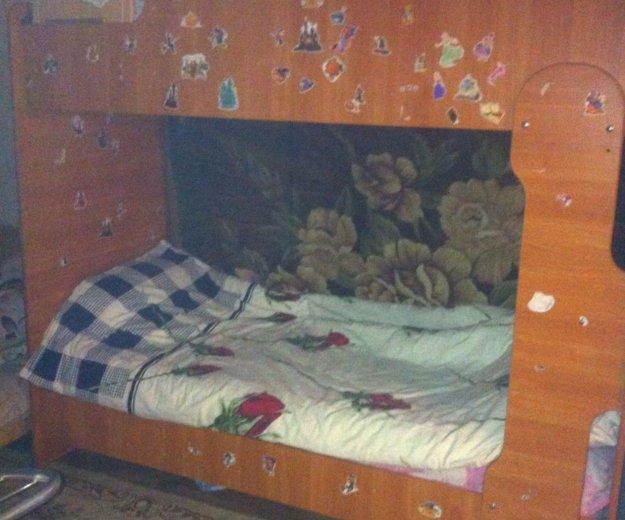 Кровать двухъярусная ,светлое дерево,с мотрасами,. Фото 1. Ставрополь.