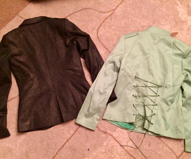 Два пиджака,блузка в подарок. Фото 1. Москва.