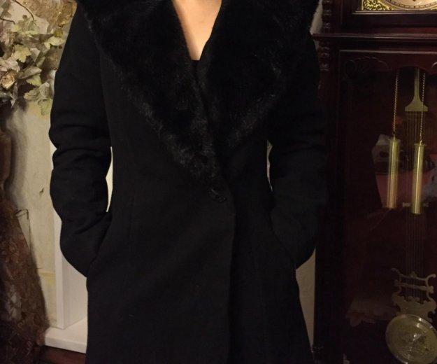 Зимнее пальто с капюшоном. Фото 1.