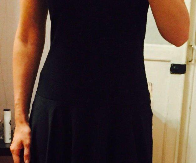 Чёрное платье. Фото 1.