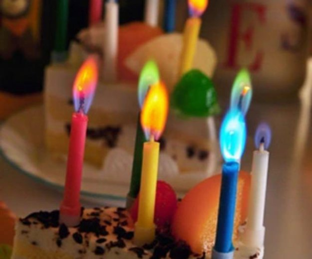 Свечи с разноцветным пламенем. Фото 1.