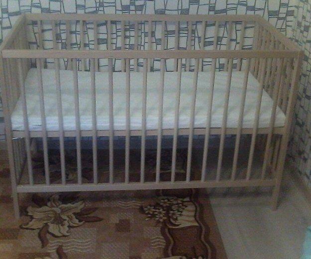 Кровать с матрасом. Фото 1. Екатеринбург.