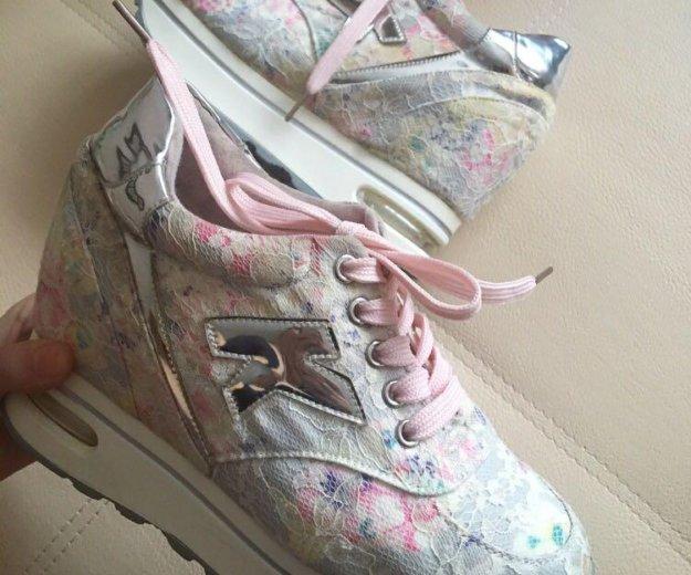 Кроссовки на платформе. Фото 1. Омск.