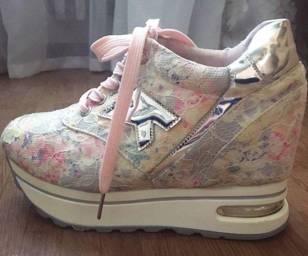 Кроссовки на платформе. Фото 2. Омск.