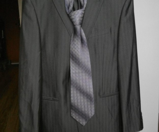 Костюм мужской серый. с галстуком. состояние отлич. Фото 1.