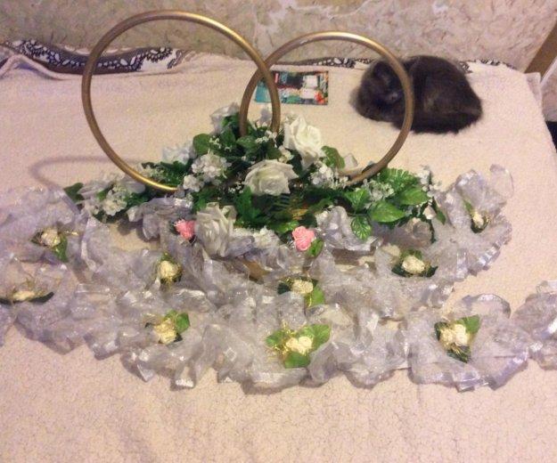 Свадебное украшение и кольца. Фото 2.