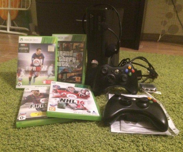 Xbox 360, 2 геймпада, игры, гарнитура. Фото 1.