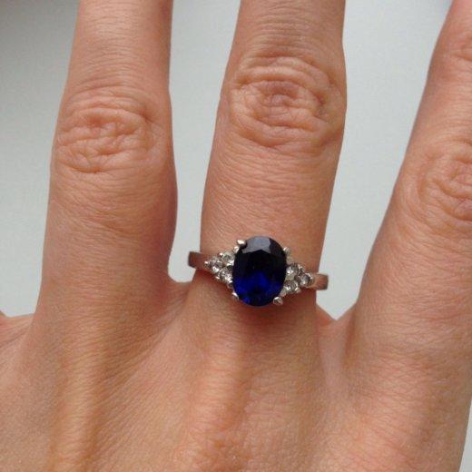 Кольцо из белого золота с сапфиром. Фото 4.