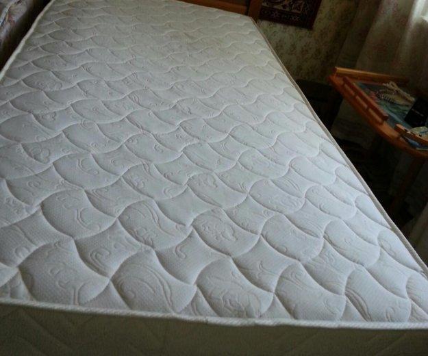Кровать с матрасом. Фото 2.