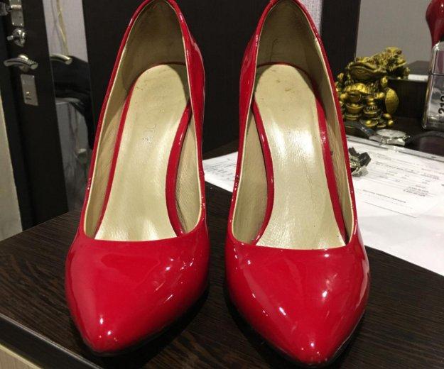 Лакированные красные туфли. Фото 2. Санкт-Петербург.