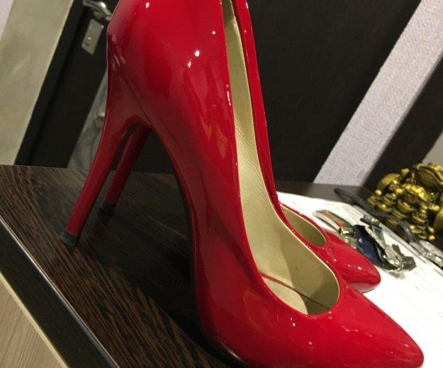 Лакированные красные туфли. Фото 1. Санкт-Петербург.