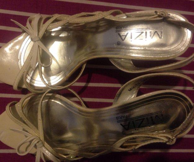 Белые открытые туфли на шпильке. Фото 3. Дубровка.
