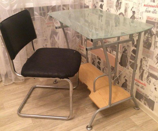 Компьютерный стол со стеклянной столешницей. Фото 1. Тюмень.