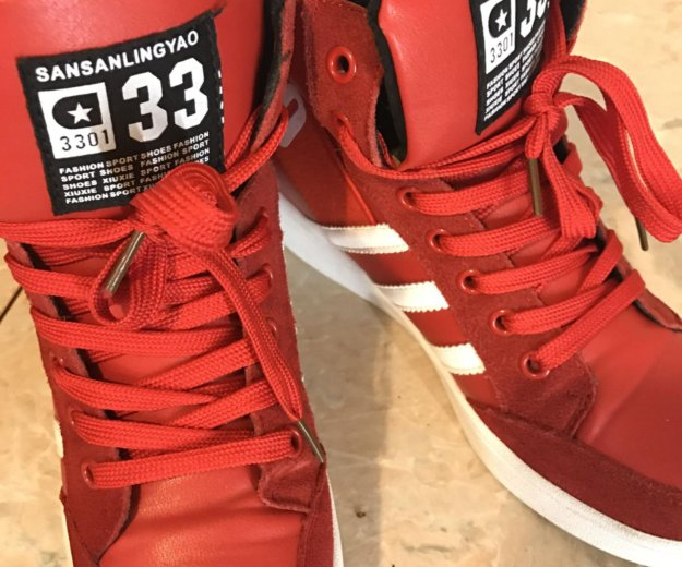 Красные стильные кроссовки. Фото 2. Санкт-Петербург.