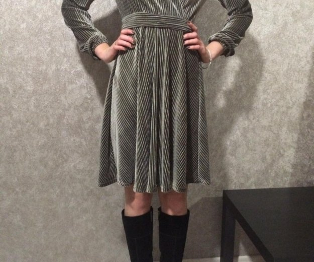 Платье велюровое. Фото 1. Новотитаровская.