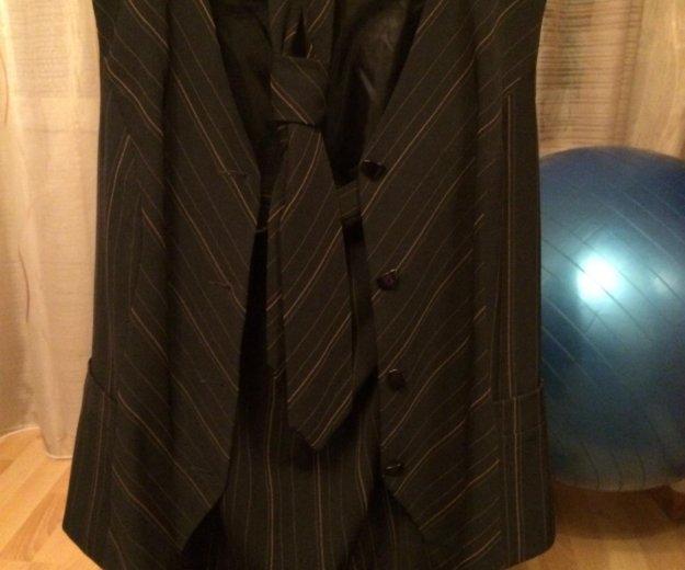 Жилет с юбкой и галстук. Фото 1. Москва.