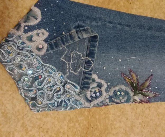 Джинсы с ручной вышивкой бисером. Фото 3. Энгельс.