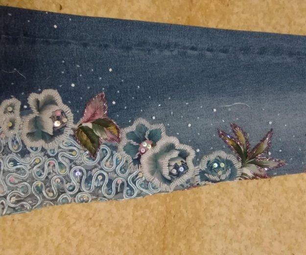 Джинсы с ручной вышивкой бисером. Фото 4. Энгельс.