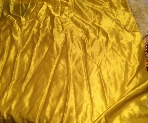 Желтая ткань. Фото 2. Москва.