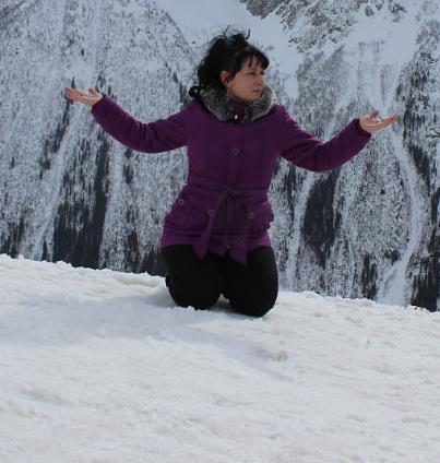 Куртка теплая с капюшоном. один раз одета в горы. Фото 1. Ставрополь.