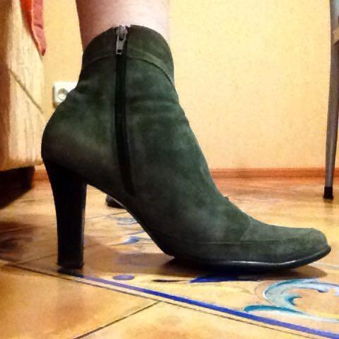 Продаю осенние замшевые  ботиночки. Фото 1. Москва.