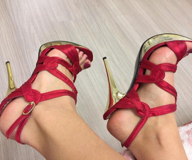 Босоножки красные. Фото 2. Сочи.