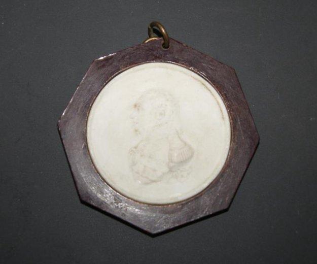 Фарфоровая медаль кутузов 1912 год. Фото 1. Санкт-Петербург.