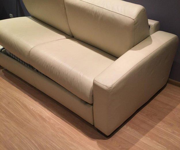 Кожаный диван. самовывоз. Фото 1. Москва.