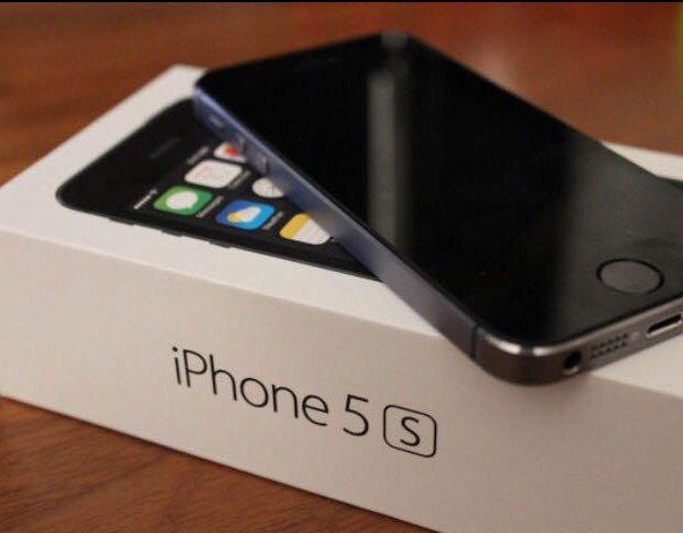 Iphone 5s на 16 гб без touch id. Фото 1.