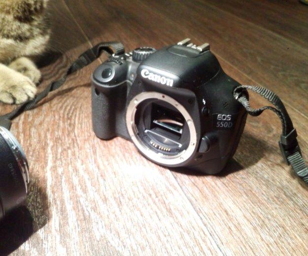 Комплект canon eos 550d + объектив 18-135mm + кейс. Фото 2. Самара.