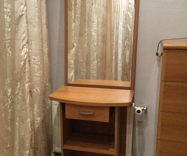 Туалетный столик с зеркалом. Фото 1. Саратов.